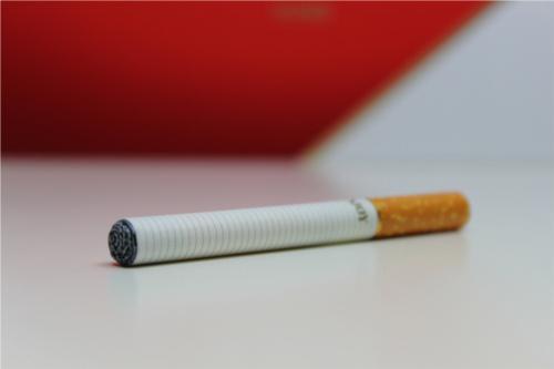 吸えば吸うほど身体に毒。タバコ1本で寿命が5分30秒も縮む