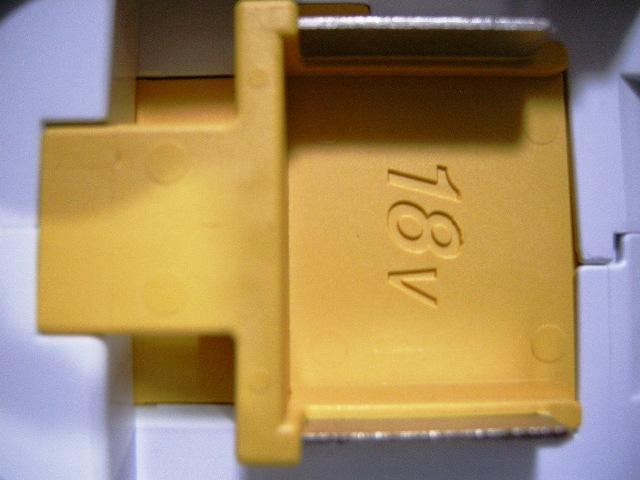 マキタ CL180FDのバッテリ差込口