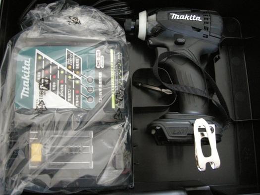 マキタ 充電器DC18RCにTD134用黒ケース