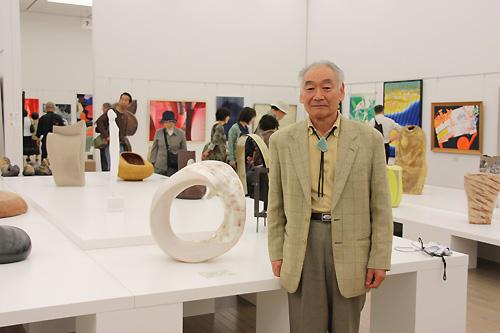 羽二生隆宏先生と作品「輪廻転生」