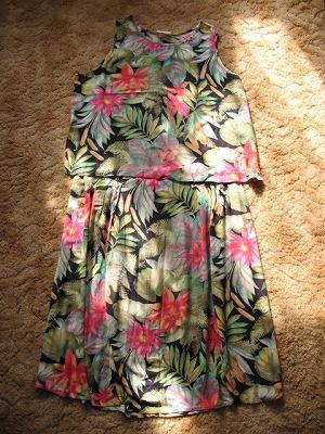 古い3ピースドレス