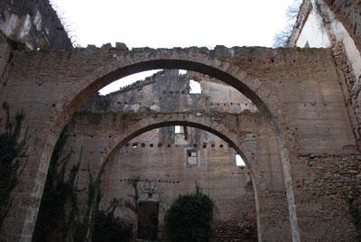 修道院図書館の廃墟