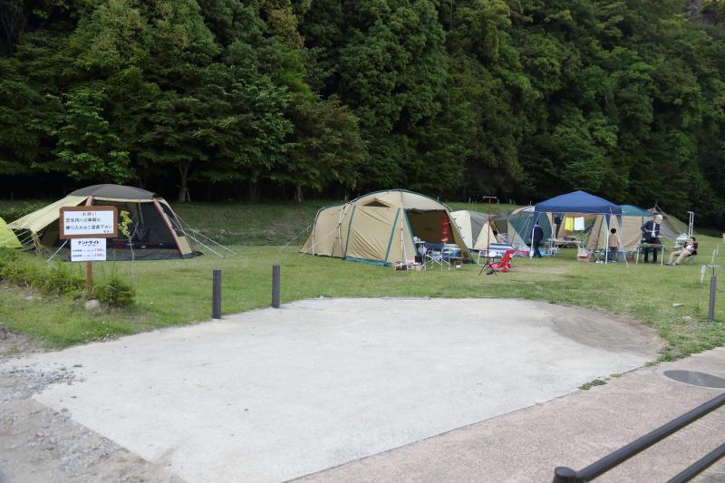 飛雪の滝キャンプ場テントサイト