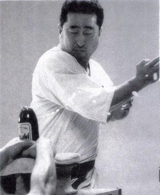 角田信朗トリック版瓶切り.jpg
