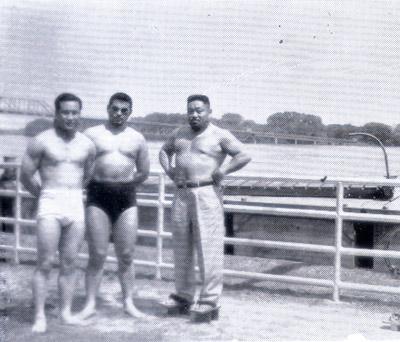 東郷ブラザーズ1952.jpg