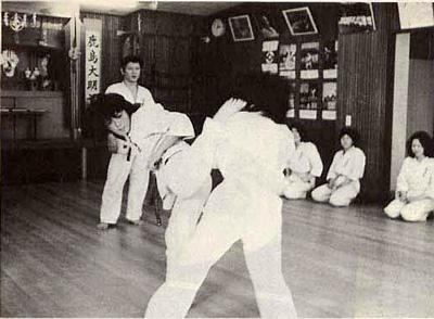 現代カラテマガジン1974_4_3.jpg
