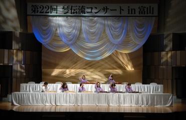 幻想的な大正琴アンサンブルの舞台