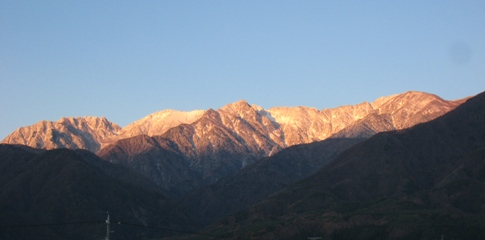 琴伝流本社から見える中央アルプス初冠雪