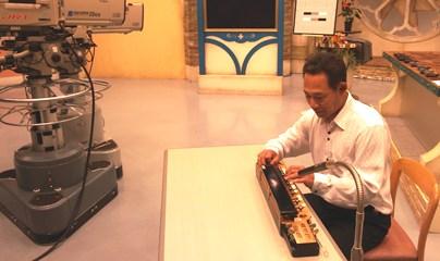 四国放送「ゴジカル!」本番前の琴伝流大正琴山崎本部長