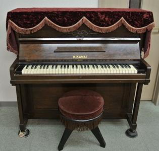 昭和27年製のカワイアップライトピアノ