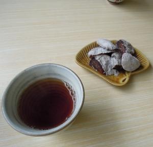 加登長さんの干し柿とお茶