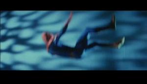 転落するスパイダーマン