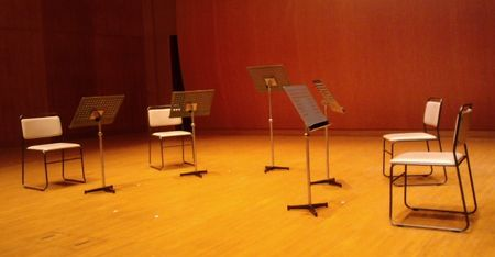 演奏前のステージの様子