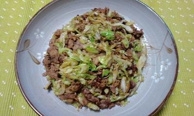 牛肉とキャベツのウェイパー炒め