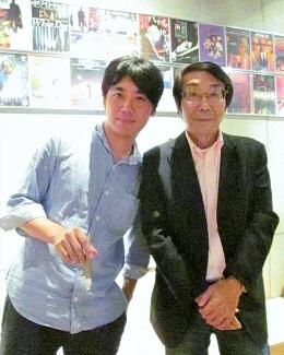 外山文治監督(左)と二井