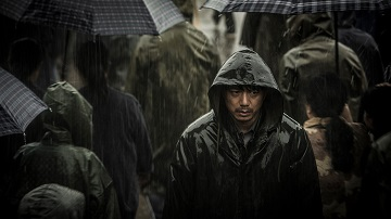 「迫り来る嵐」
