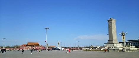 天安門広場と青空