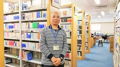 北京・図書室の任正平さん