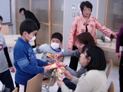 子どもたちには、台湾のお年玉袋(袋オンリー!)がプレゼントされました。