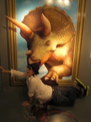 恐竜にやられる
