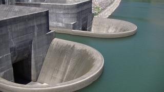 青土ダムの洪水吐