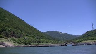 青土ダムの浮き桟橋