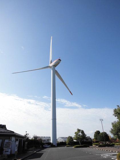 解体撤去される巨大風車のくさつ夢風車