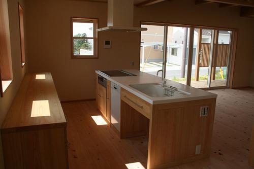 檜キッチンを家具メーカーで