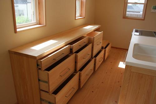 木製無垢の食器棚