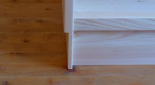 檜の本棚巾木用の欠き