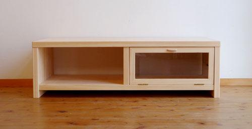 シンプルなテレビボード
