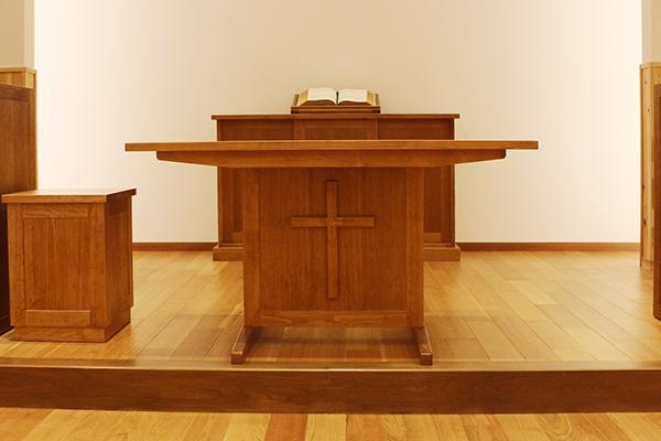 ひのき無垢 教会の家具5
