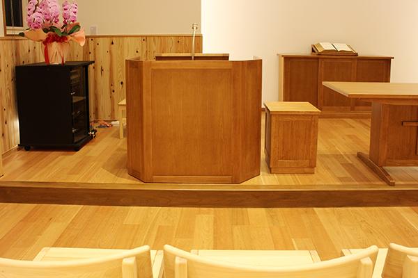 ひのき無垢 教会の家具4
