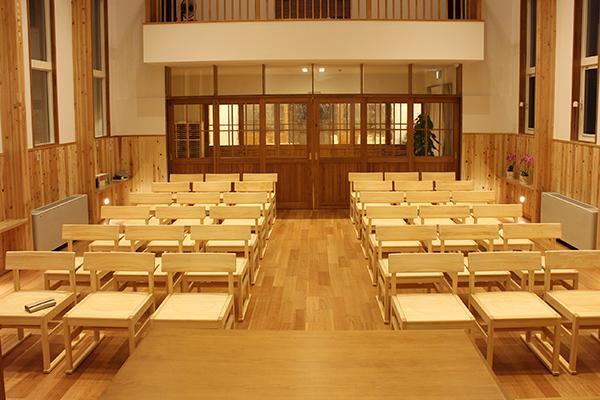 ひのき無垢 教会の家具3