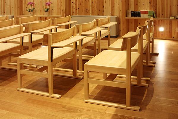 ひのき無垢 教会の家具2