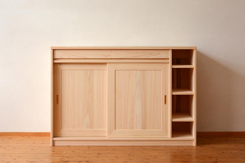 ひのき無垢 引き戸食器棚1