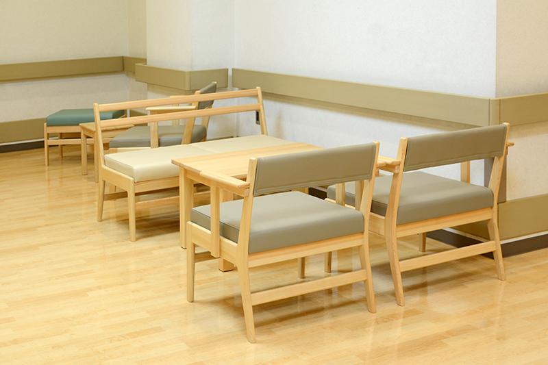 病院ロビーの家具 ヒノキクラフト5
