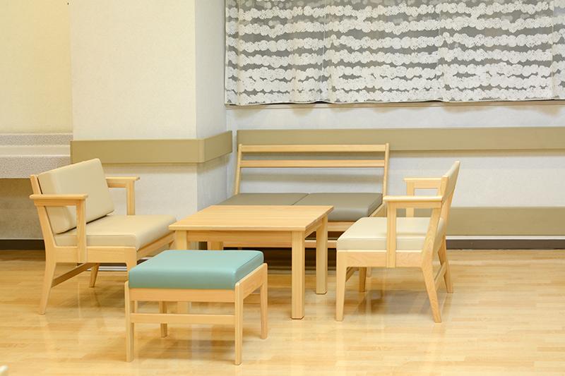 病院ロビーの家具 ヒノキクラフト6