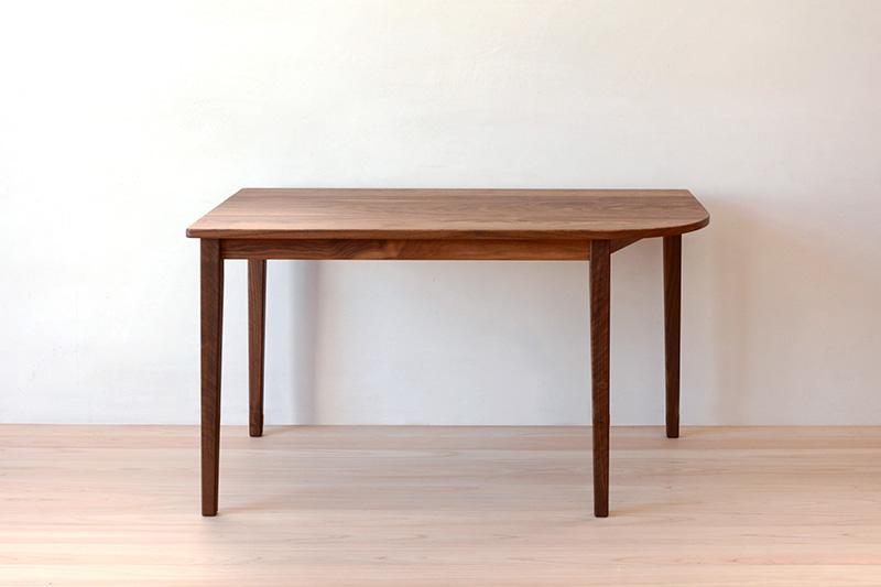 ヒノキクラフト ウォールナットのテーブル1
