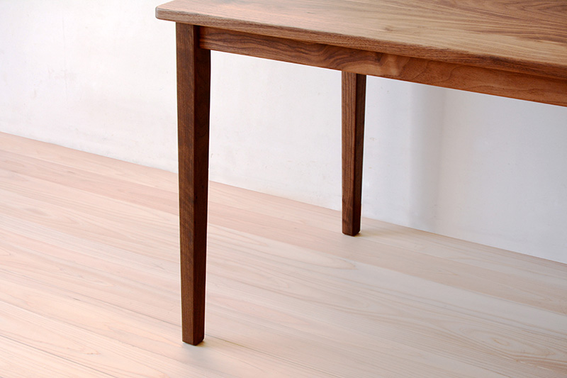 ヒノキクラフト ウォールナットのテーブル3