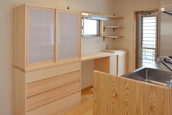 webマガジン掲載|使いやすい食器棚の作り方