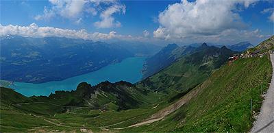 ブリエンツ湖やベルナーアルプスの山々