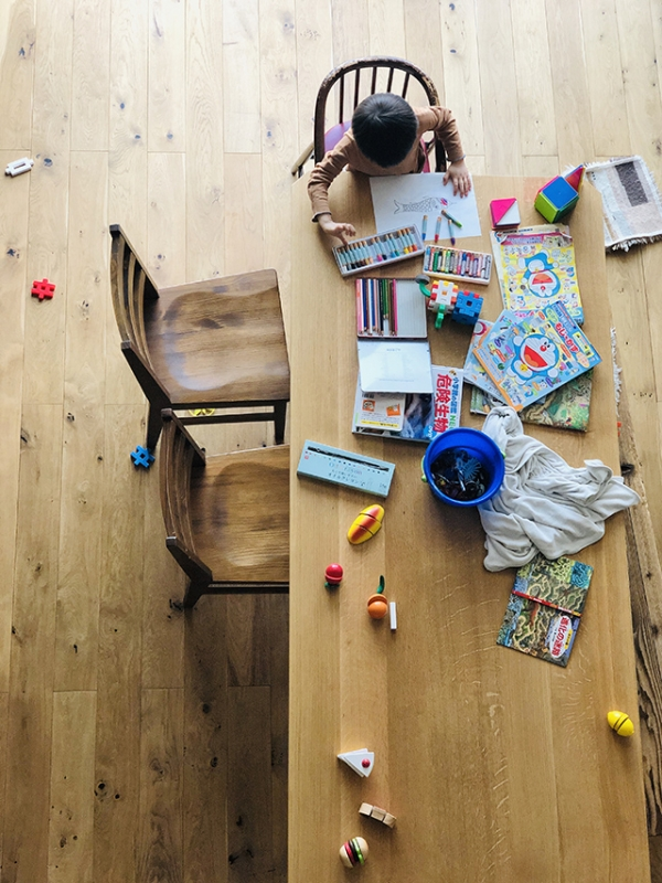 自粛生活,自粛期間,こどもと暮らす,こどものいる暮らし,子ども,ニューノーマル,ウィズコロナ,新しい生活様式,コロナ期間,休校,休校生活,オンライン美術塾,吉田ちかげ