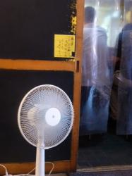 がんこ、入口前扇風機☆18-5-17