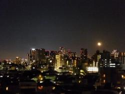 新宿高層ビル群と月☆18-6-2