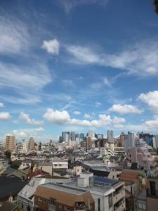 青い空と白い雲、屋上での日焼け後☆18-7-8