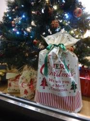 メリークリスマス、セブン隣りのショーウィンドウ☆18-11-3