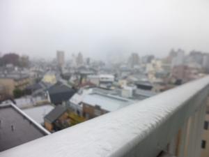 雨、霞む新宿方面☆18-11-6