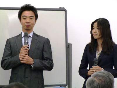 司会の藤原さんとキャラの巌社長対談