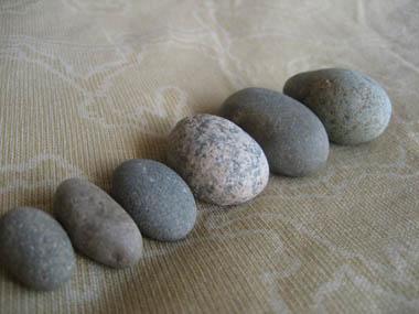 真ん丸い石